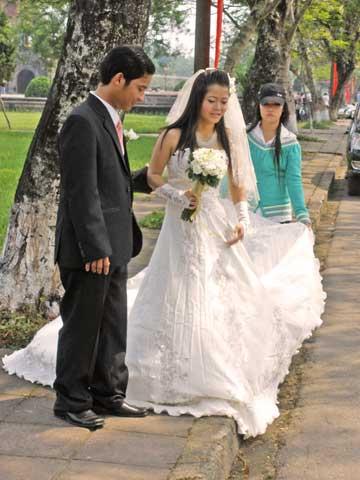 Tolle Kreationen von Hochzeitsschmuck werden beispielsweise in der ...