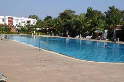 Mahabalipuram - Pool Chariot Beach Resort