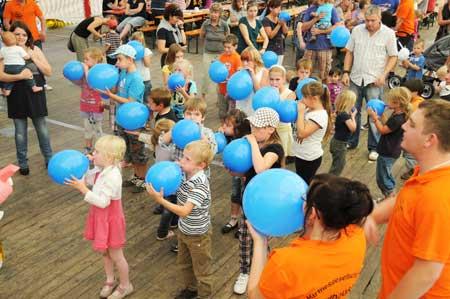 milchbrüste luftballons platzen lassen